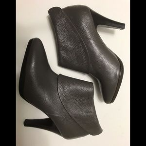 NWOT Banana Republic Cuff Ankle Boots Leather 7.5